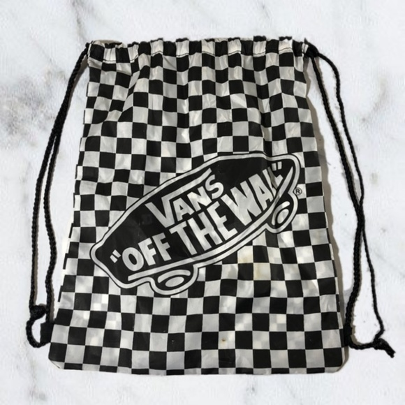 9ee789fb05 Vans Black   White Checkered Drawstring Backpack. M 5b5f6a6ede6f62b897e819c5